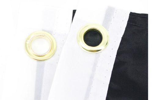 Drapeau agenre 90x150 cm focus sur la bande blanche et oeillets