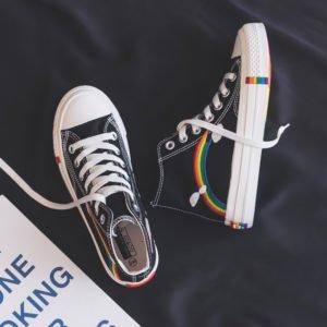 Paire de chaussures noires style converse arc-en-ciel lgbt pointure 35 40