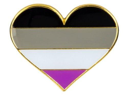 Pins forme de coeur couleurs drapeau asexuel