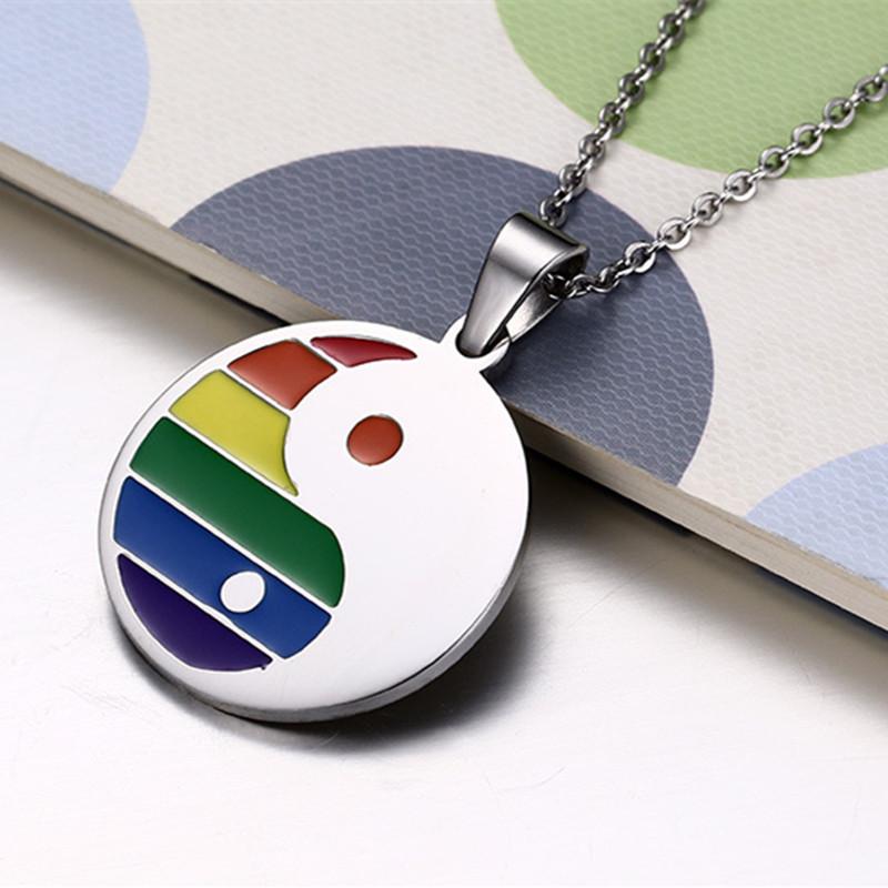 Collier Yin Yang LGBT argenté arc-en-ciel - devant
