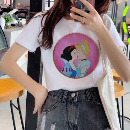 T-shirt blanc LGBT - Belle au bois dormant Cendrillon kiss