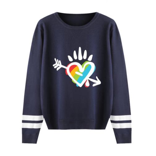 Pull LGBT manches longues bleu marine motif coeur arc-en-ciel