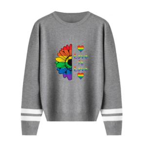 Pull LGBT manches longues gris motif love is love arc-en-ciel