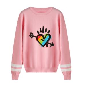 Pull LGBT manches longues rose motif coeur arc-en-ciel