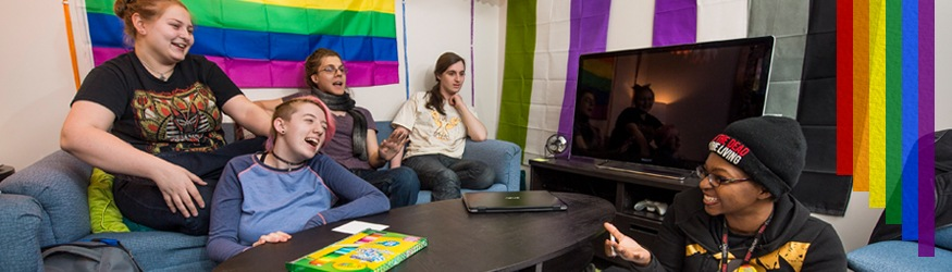 Office LGBTQA Affairs Wright State University collaborateurs heureux drapeau LGBT arc-en-ciel