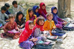 École inclusive enfants étudient Afghanistan