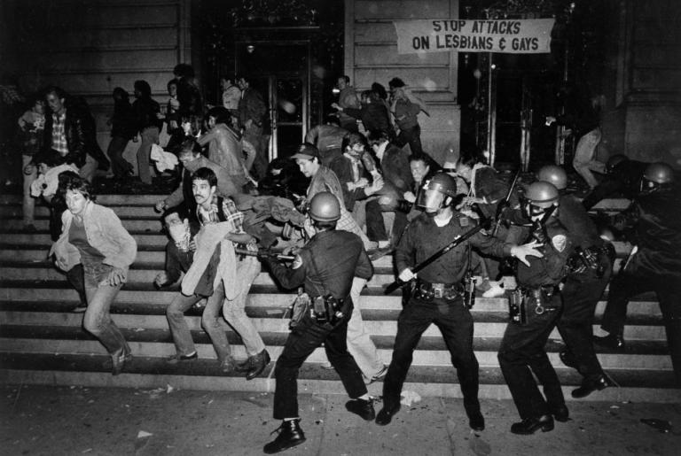 Photo émeutes White Night San Fransisco 1979 suite mort Harvey Milk