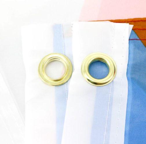 Drapeau Progress Pride Flag officiel focus oeillets métalliques