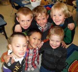Groupe amis souriant photo groupe