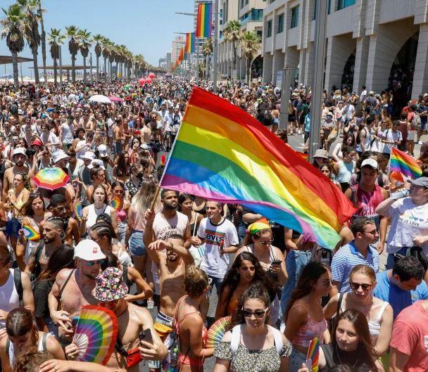 Marche des fiertés 2021 Israël Tel Aviv drapeaux arc-en-ciel