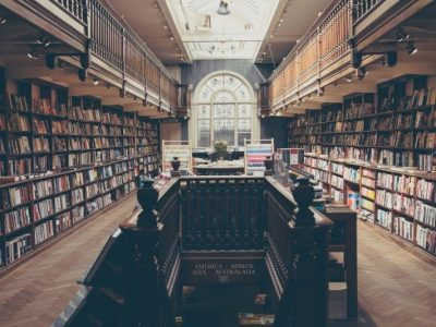 Bibliotheque etageres remplies milliers livres