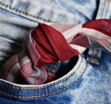 Code foulard handkerchief code mouchoir carreaux rouge blanc poche arrière jean
