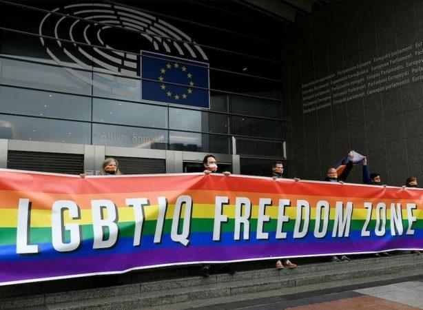 Commission européenne message pro-LGBTQI+ : LGBTIQ freedom zone
