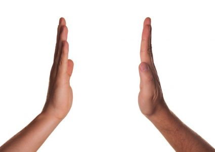 Deux mains geste high five celebration tope là