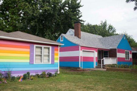 Photo equality house Topeka Kansas couleurs drapeau arc-en-ciel lgbt et drapeau transgenre