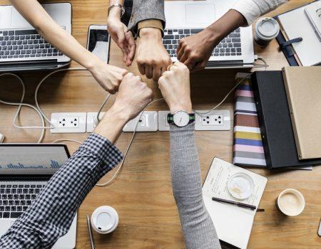Équipe collègues tous ensemble entreprise plus inclusive