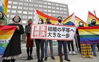 Groupe militants japonais en faveur mariage pour tous drapeaux arc-en-ciel