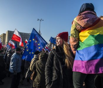 Manifestations Varsovie drapeau LGBT - Pologne - Europe - Union Européenne