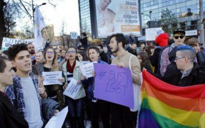 Militants roumains défendant droits personnes LGBTQI+ en Roumanie